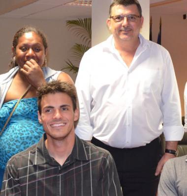 Les trois athlètes en compagnie de Philippe Germain, l'entraîneur national Olivier Deniaud (à gauche) et Patricia Patane, présidente de la ligue calédonienne de sport adapté et handisport