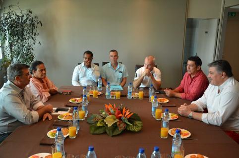 David Douillet s'est entretenu avec Philippe Germain et Valentine Eurisouké, en présence de Pierre-Jean Lung et Laurent Calleja de la ligue calédonienne de judo et d'un représentant de la direction de la jeunesse et des sports de la Nouvelle-Calédonie.