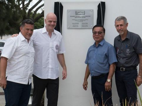 De gauche à droite : Steeve Laigle, Gianni Infantino, David Chung et Charles Cali © OFC.